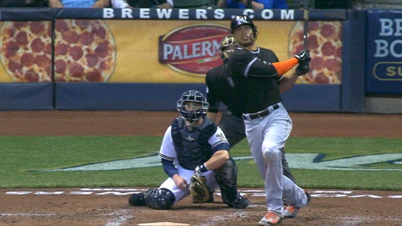 Marlins hit 4 HRs, hold off Brewers, win 7th straight