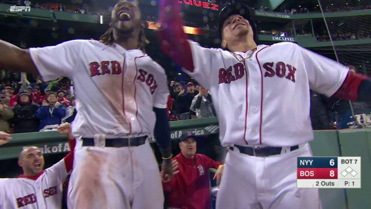 Vazquez's homer carries Sox to sweep of Yanks