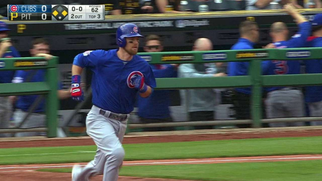 Lester throws gem, glove in Cubs' sweep