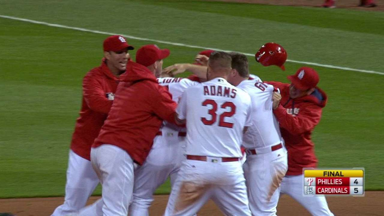 Holliday's walk-off lifts Cards over Phillies