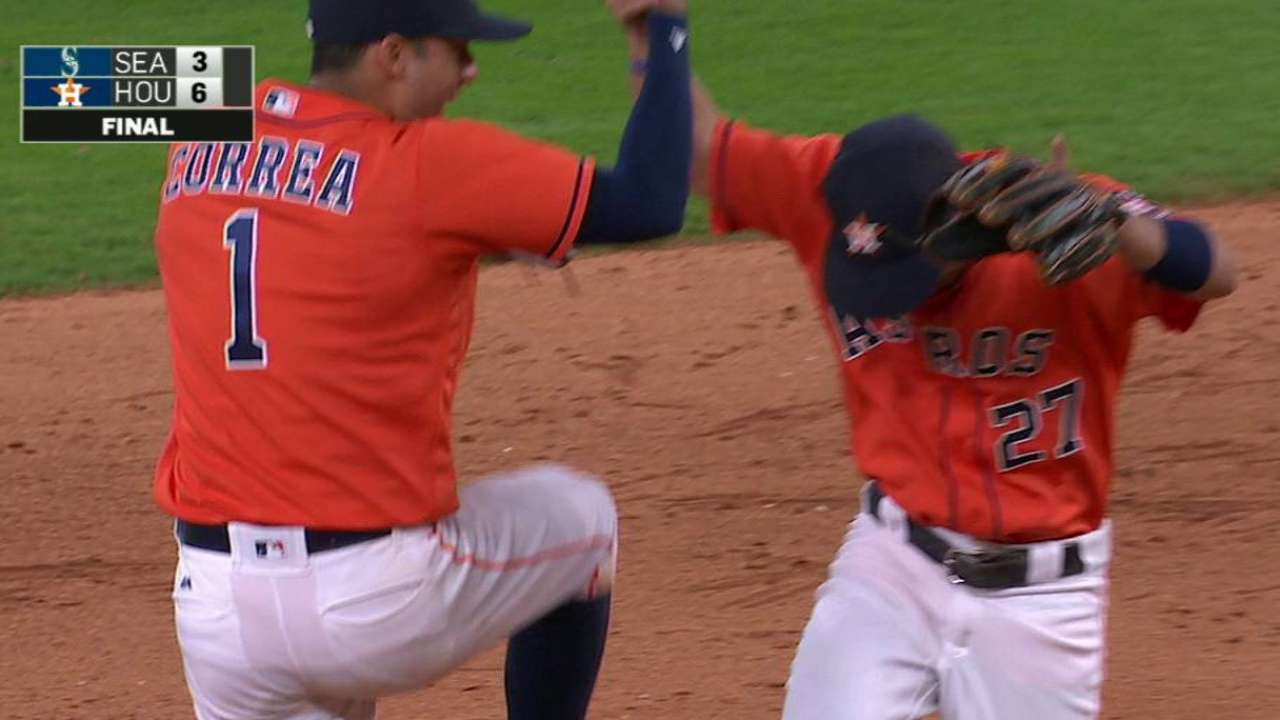 Altuve starts a double play