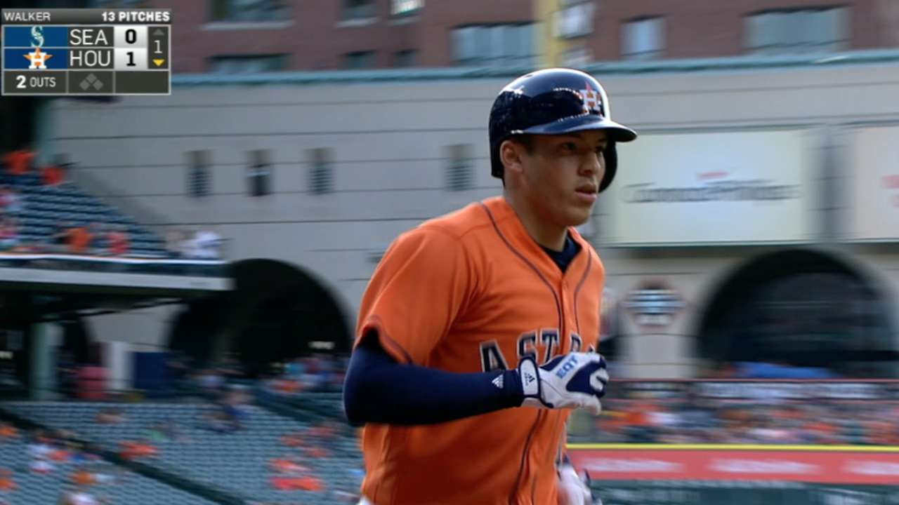 Correa cools Mariners with lumber, leather