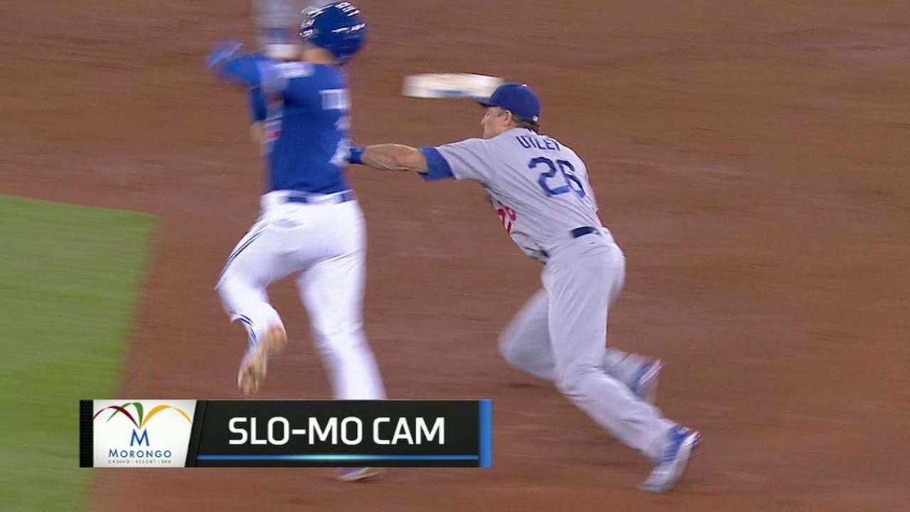 Utley starts double play