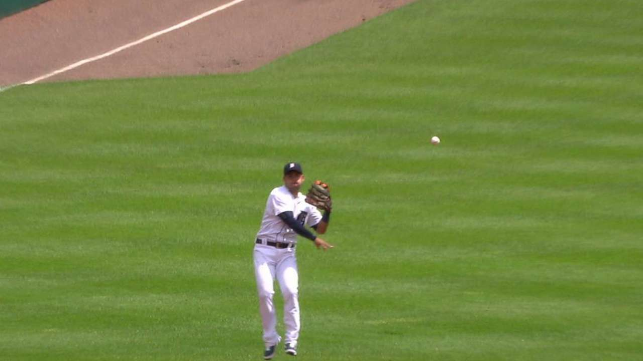 Iglesias' backhanded stop
