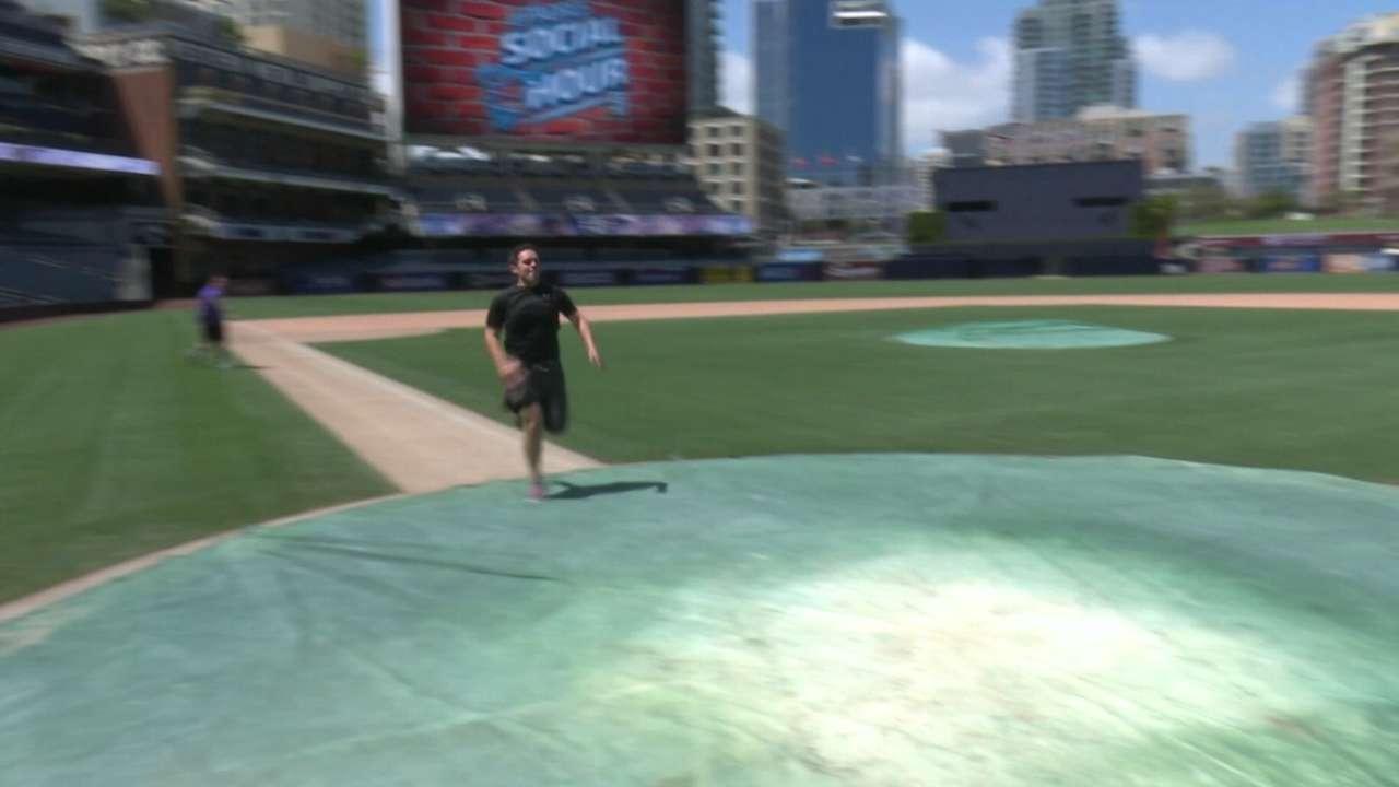 Padres Social Hour: Janela, Bluepper run the bases