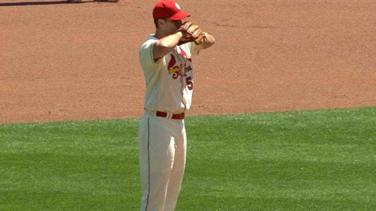 Wainwright pitches into the 7th