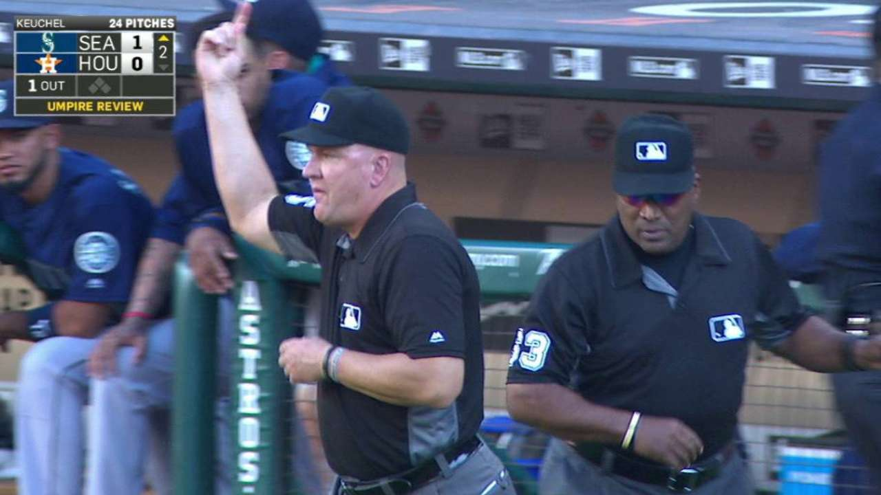 Seager's solo shot off foul pole