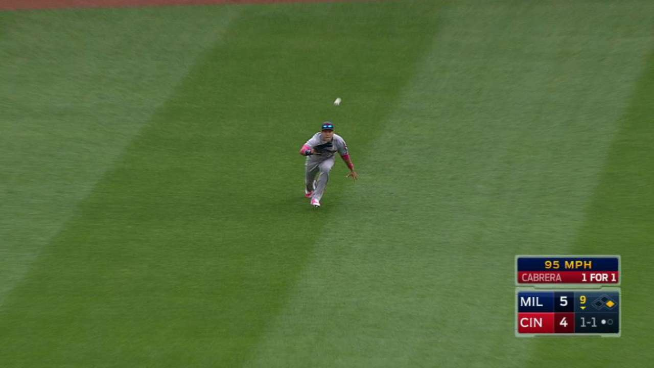 Flores' nice diving catch