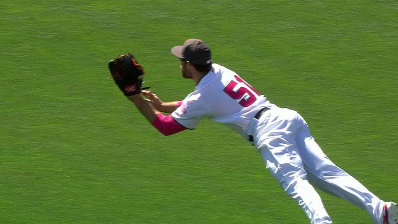 Williamson, Tomlinson to see time in right field
