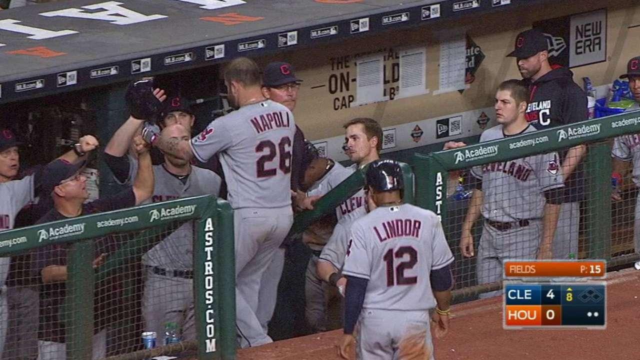 Indios blanquearon a los Astros con joya de Trevor Bauer