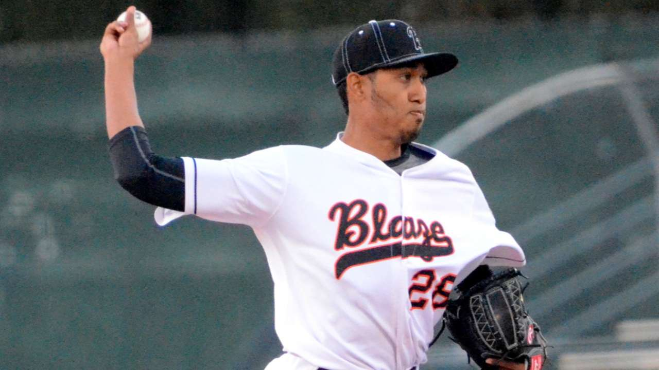 Mariners promote top pitching prospect Diaz