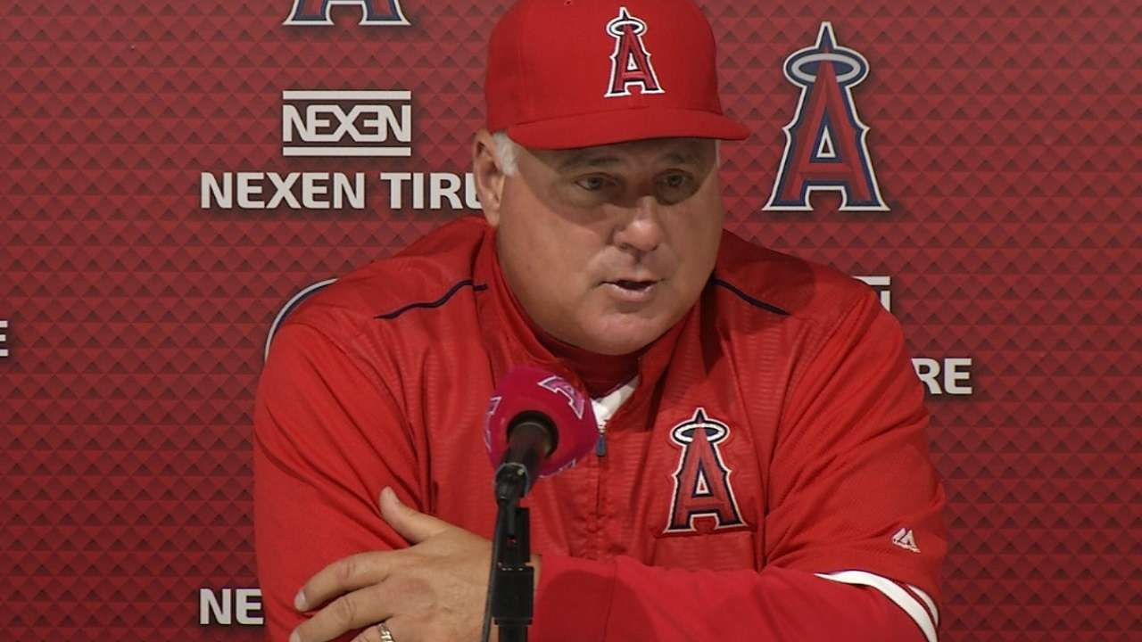 Scioscia on offense in 5-2 loss