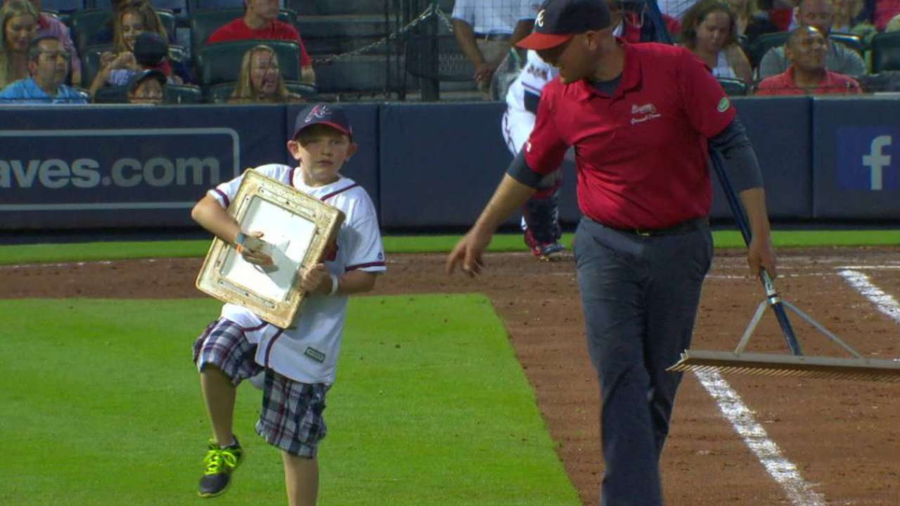 Braves host 9-year-old for Make-A-Wish