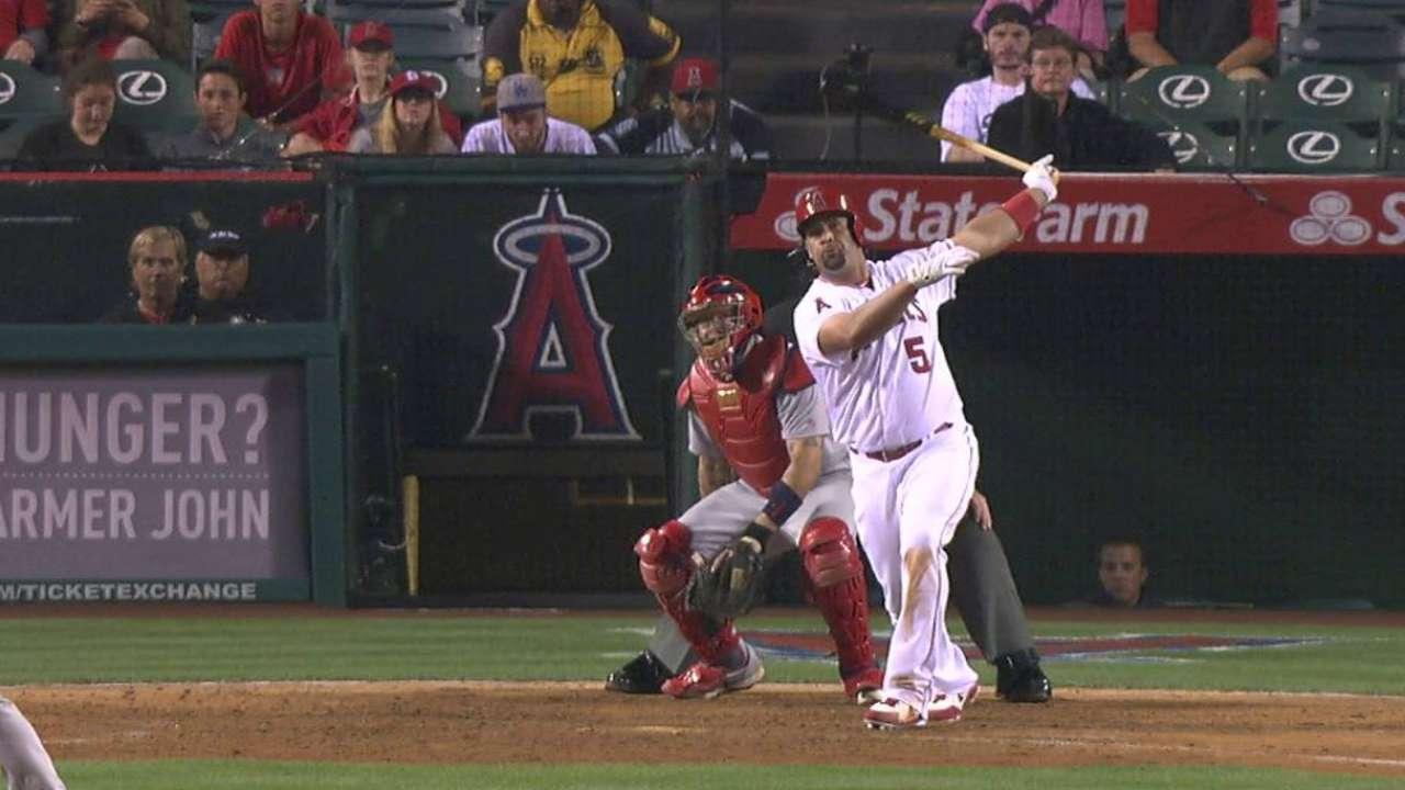 Pujols' late two-run homer