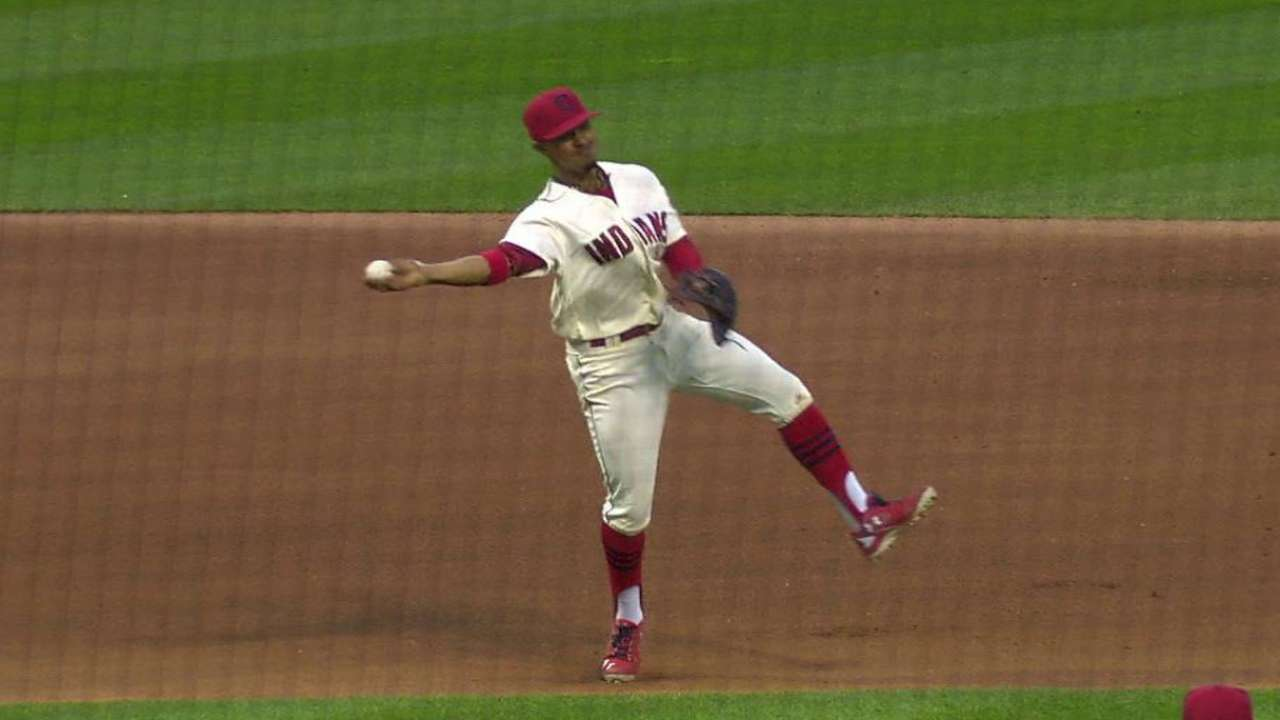 Lindor's great barehanded play