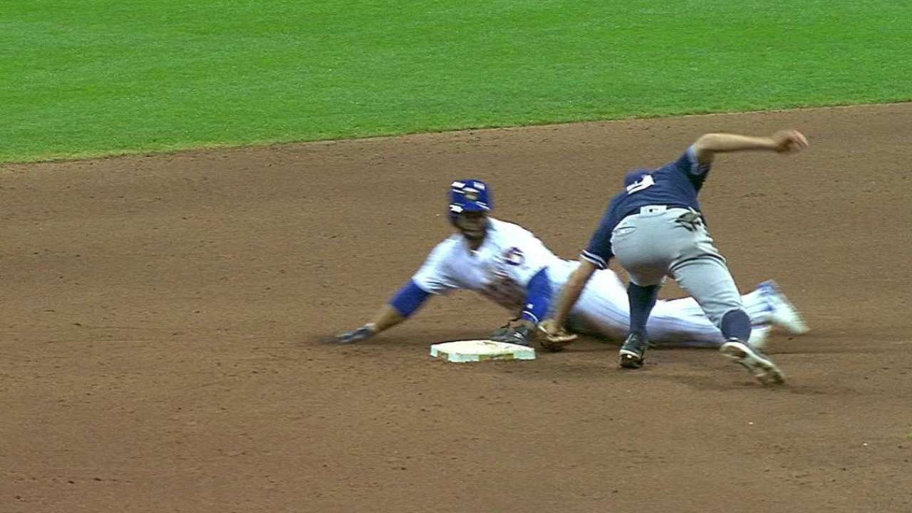 Bethancourt throws out Villar