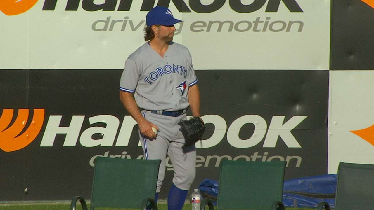 Dickey extends Toronto staff's stellar run