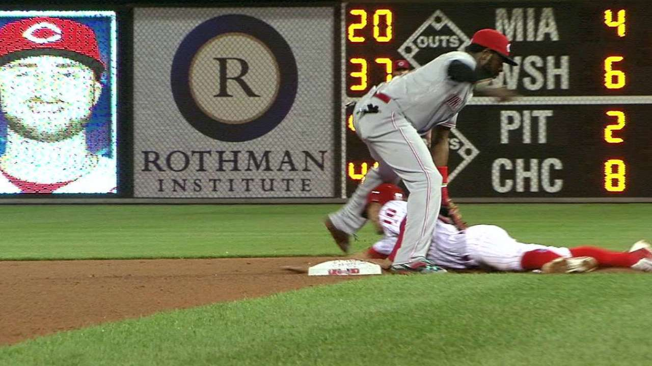 Barnhart throws out Hernandez