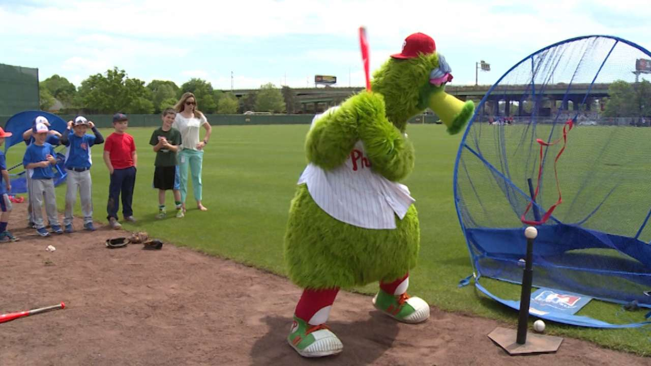 Burriss, Murray surprise kids at Play Ball clinic