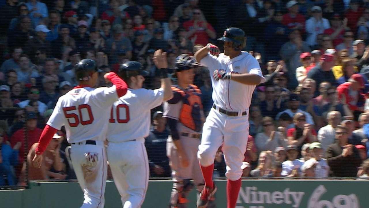 Medias Rojas superan a Astros en batalla de ofensivas