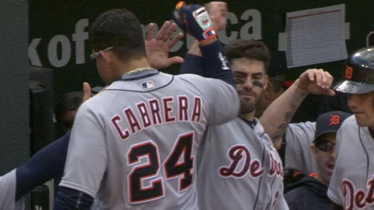 Tigers stun O's with J.D., Miggy back-to-back HRs