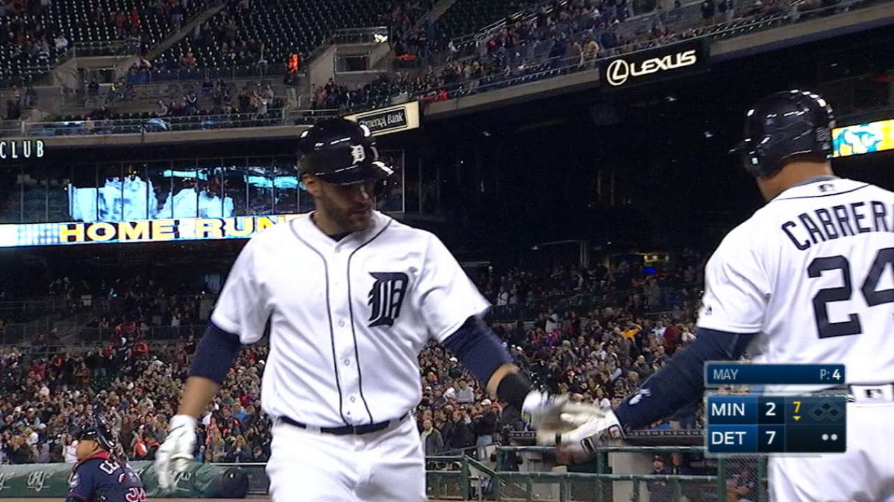 Tigers use 7-run frame to strike win over Twins