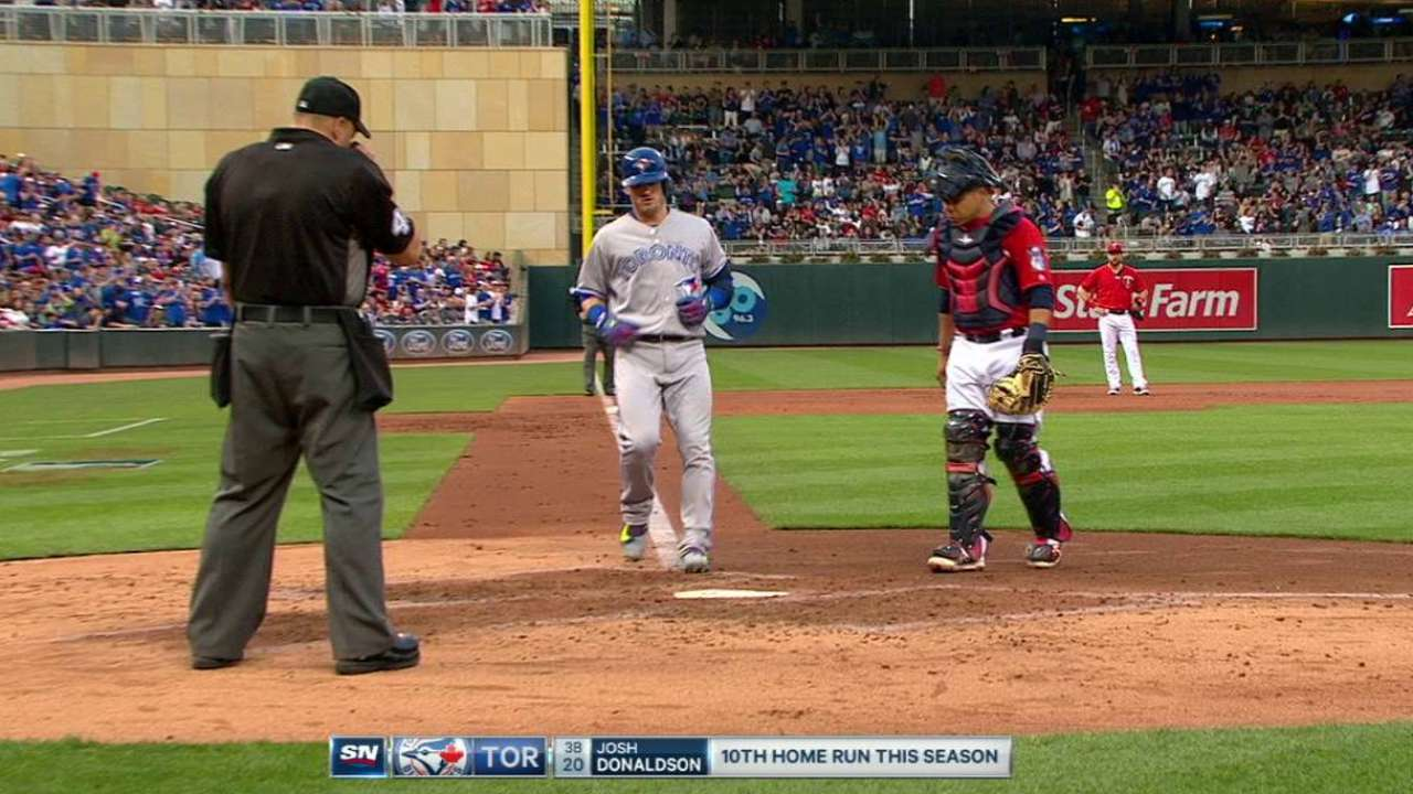 Blue Jays hit four home runs in rout of Twins
