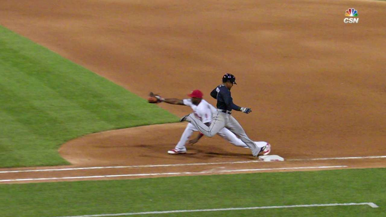 Franco throws out Aybar