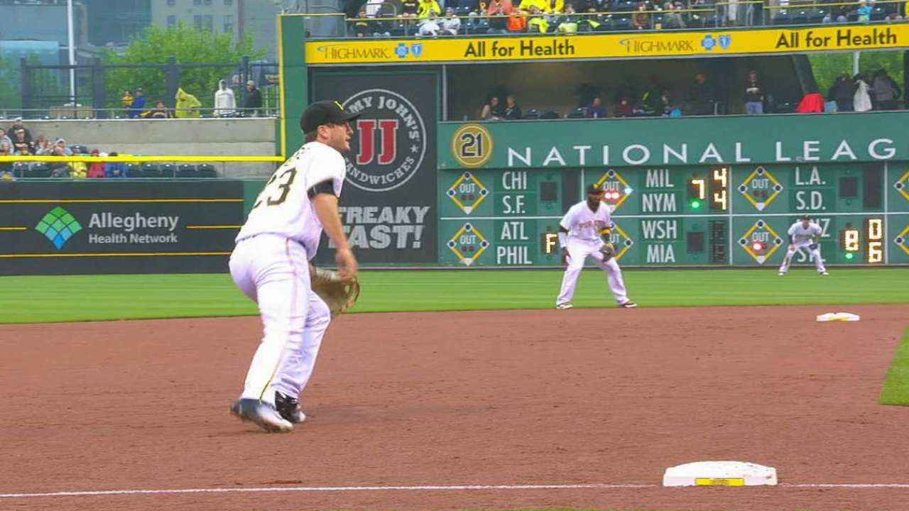 Freese makes diving catch