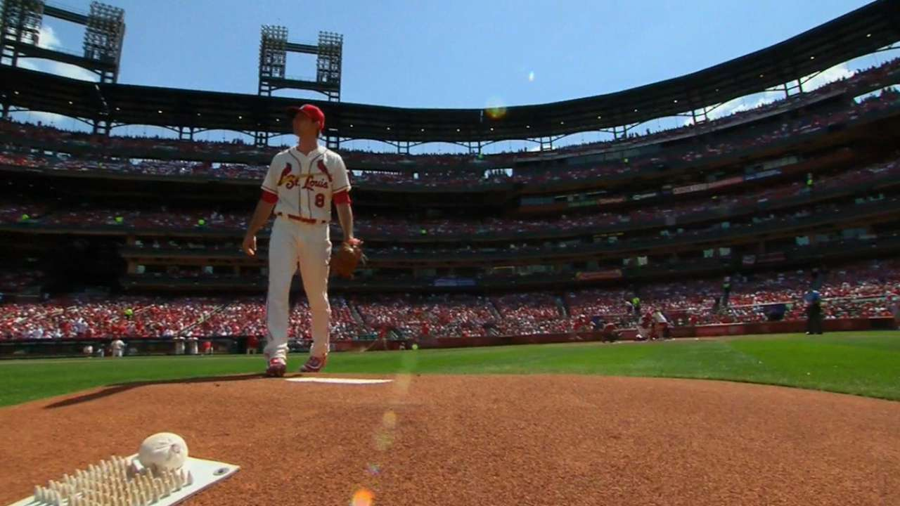 Leake cruises, Cards hit 3 HRs in win over D-backs