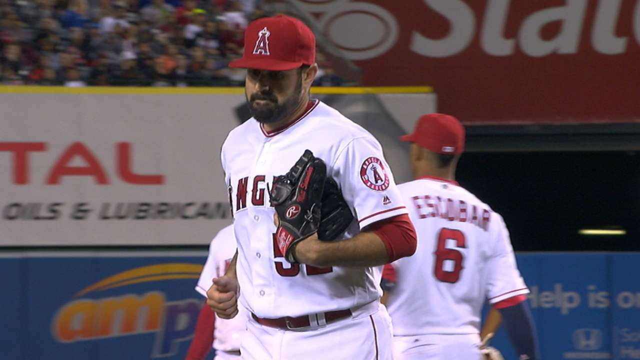Shoemaker strikes out 12