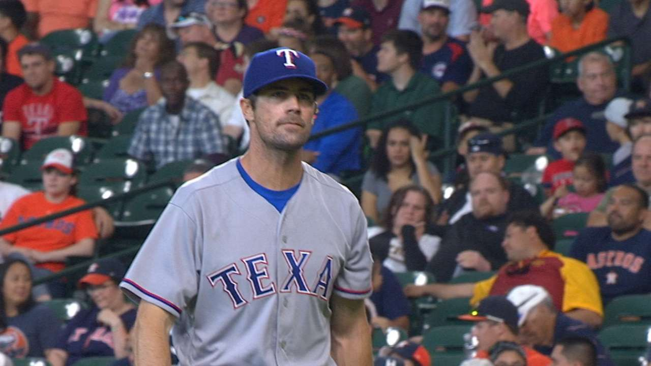 Hamels credits offense for record-tying 12-0 run