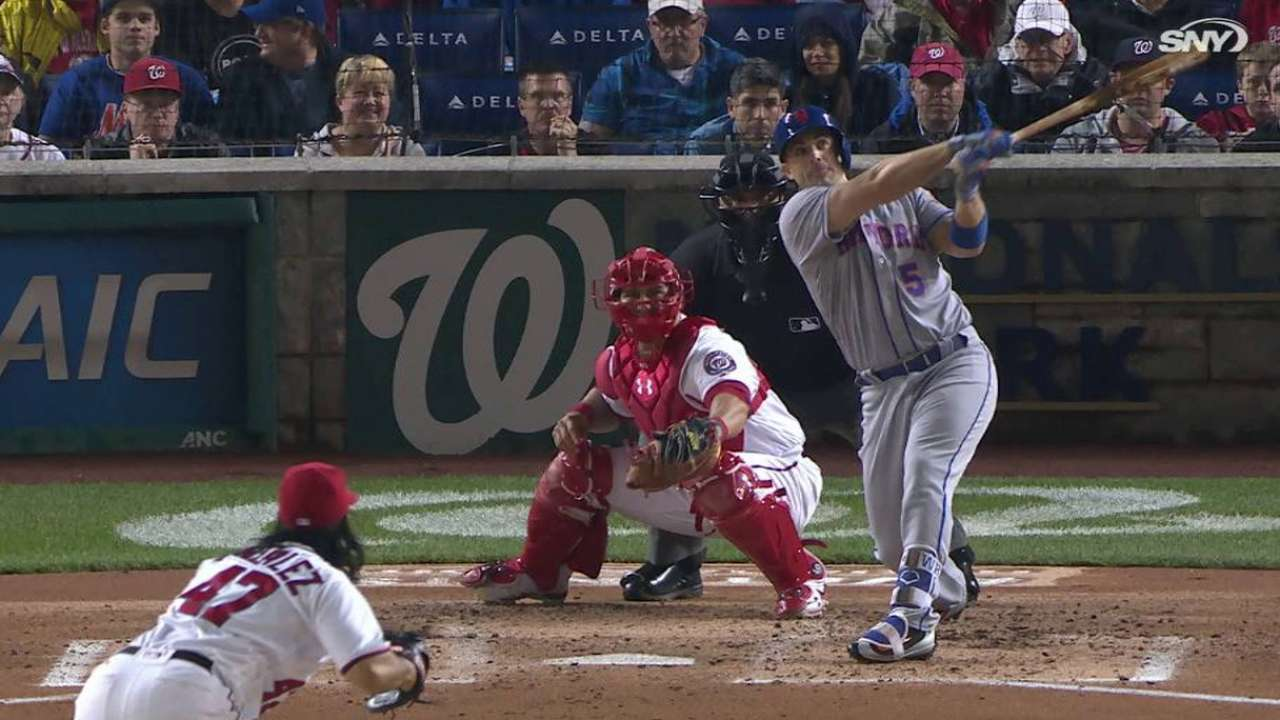 Wright's three-run homer