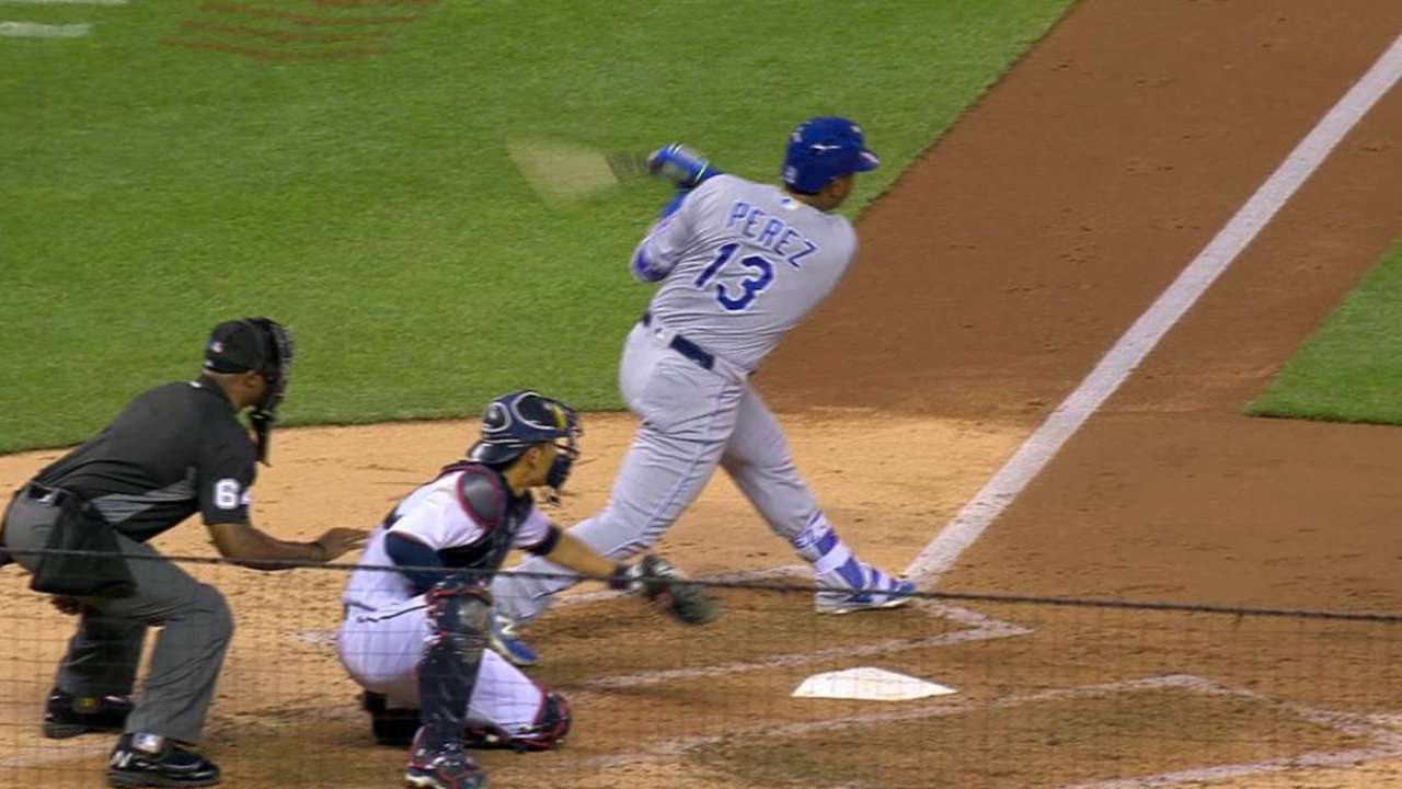 Royals' bats pour it on as Perez goes 5-for-5