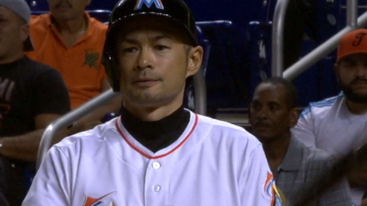 Ichiro goes 4-for-5 in win