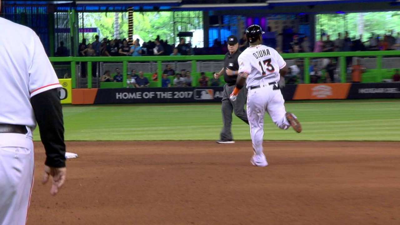 Ozuna reaches safely in 31st straight game