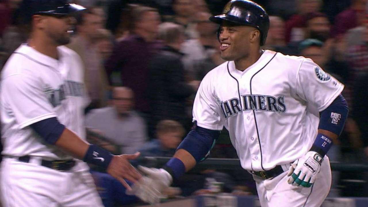 Cano's two-run homer in the 8th