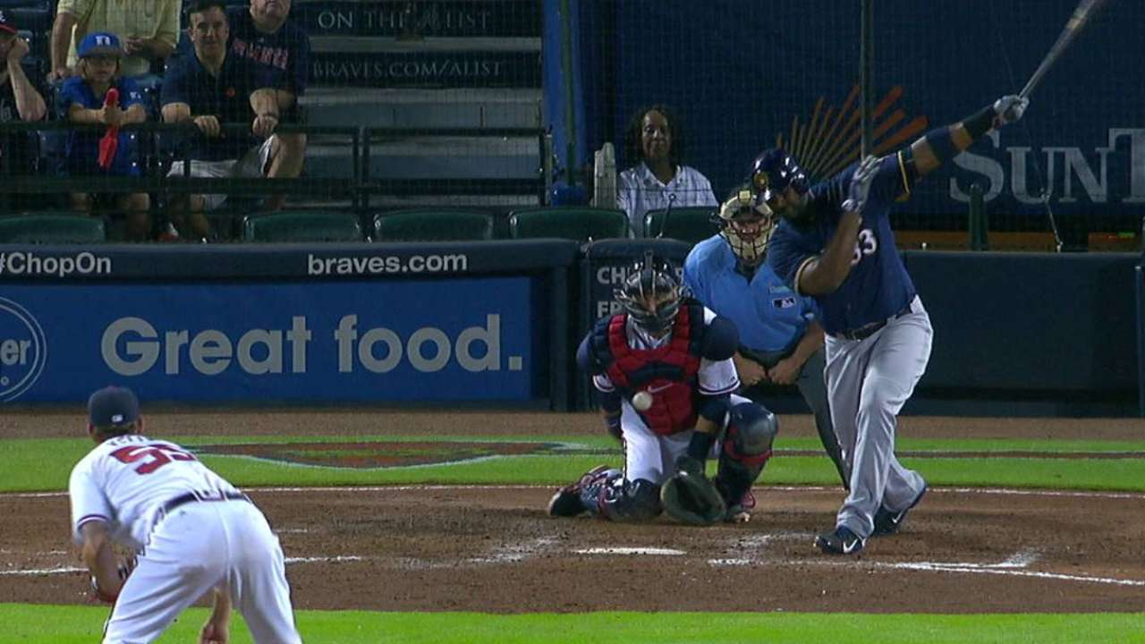 Kelly gives lift on busy night for Braves' 'pen