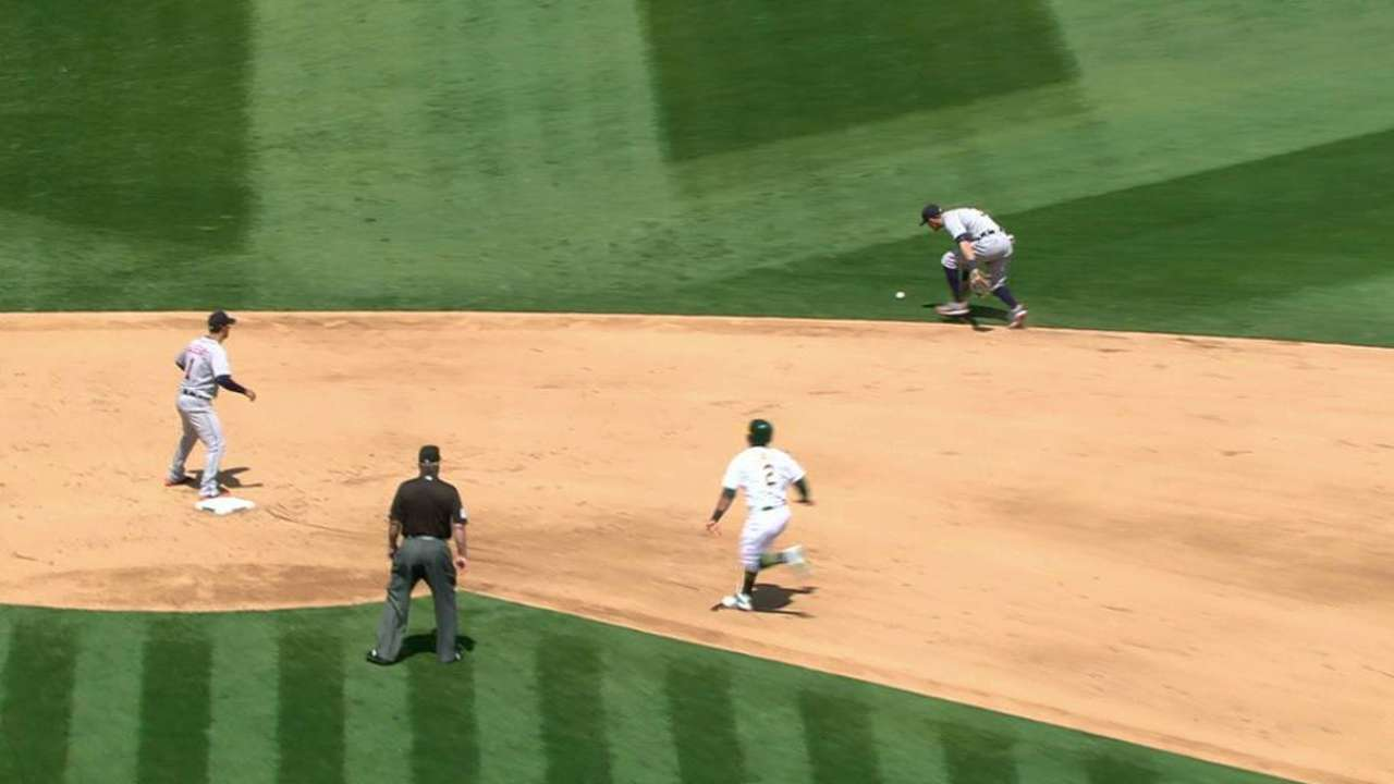 Kinsler's rare 'E' turning point in Tigers' loss