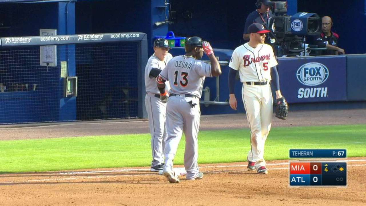 Ozuna extends streaks with hit