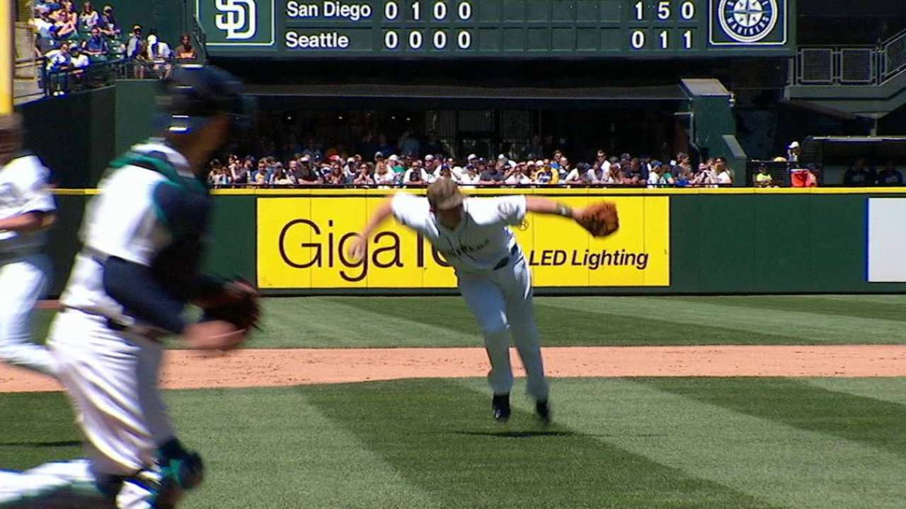 Seager's barehanded play