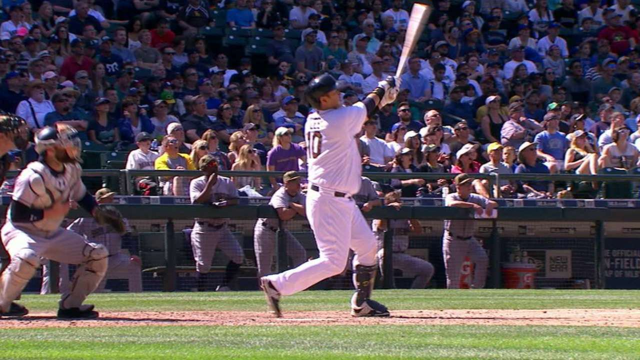 Seager, Lee power Mariners past Padres