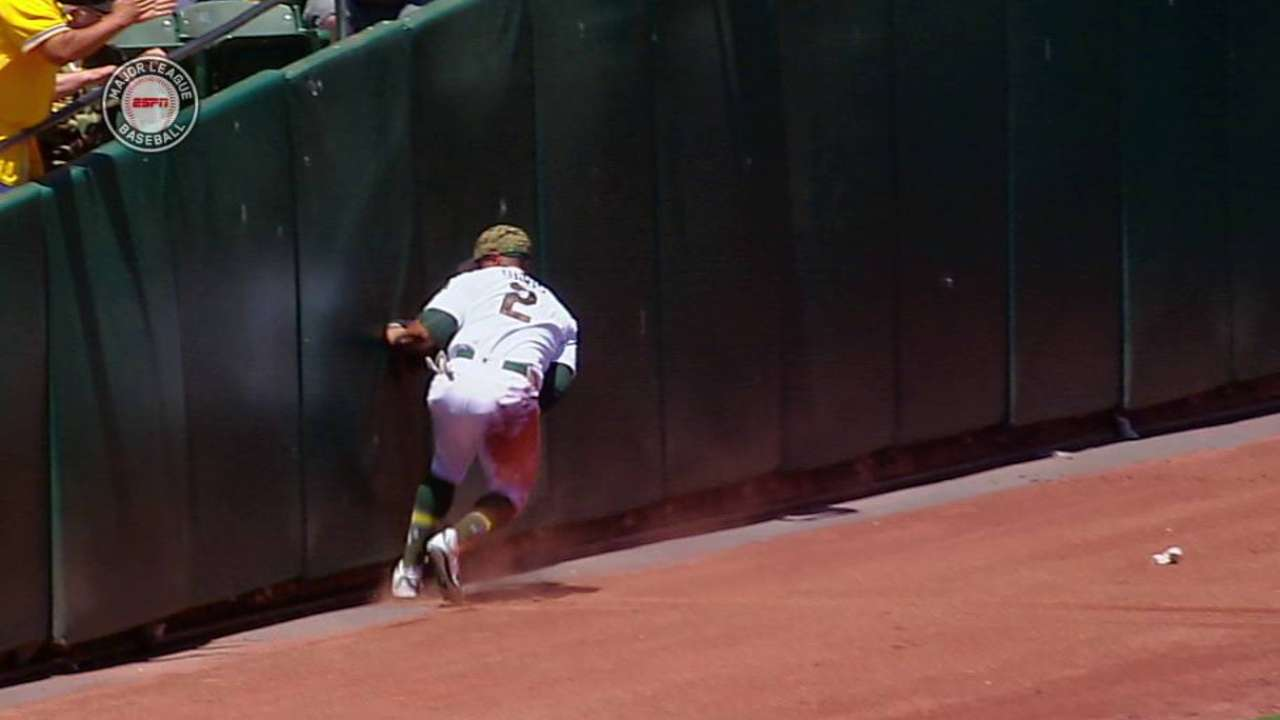 Davis' nice sliding catch