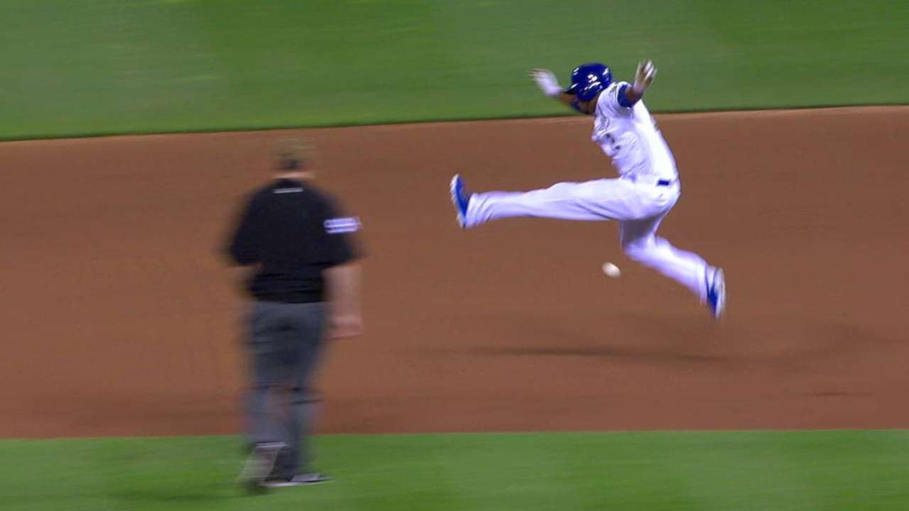 Hit-and-run sets up big 8th for Royals