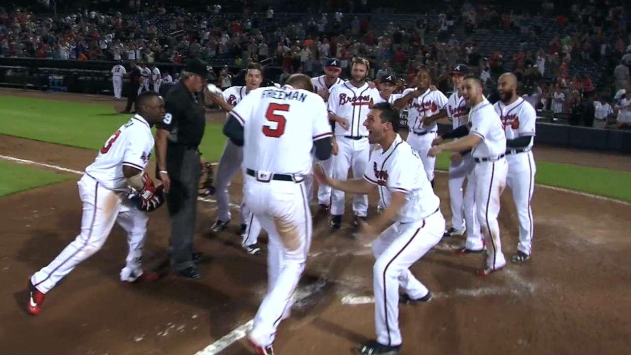 Freeman's homer walks off Braves