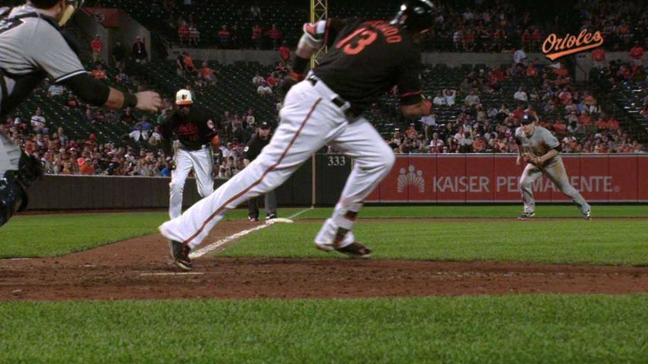 O's rally past Yankees, move into first place