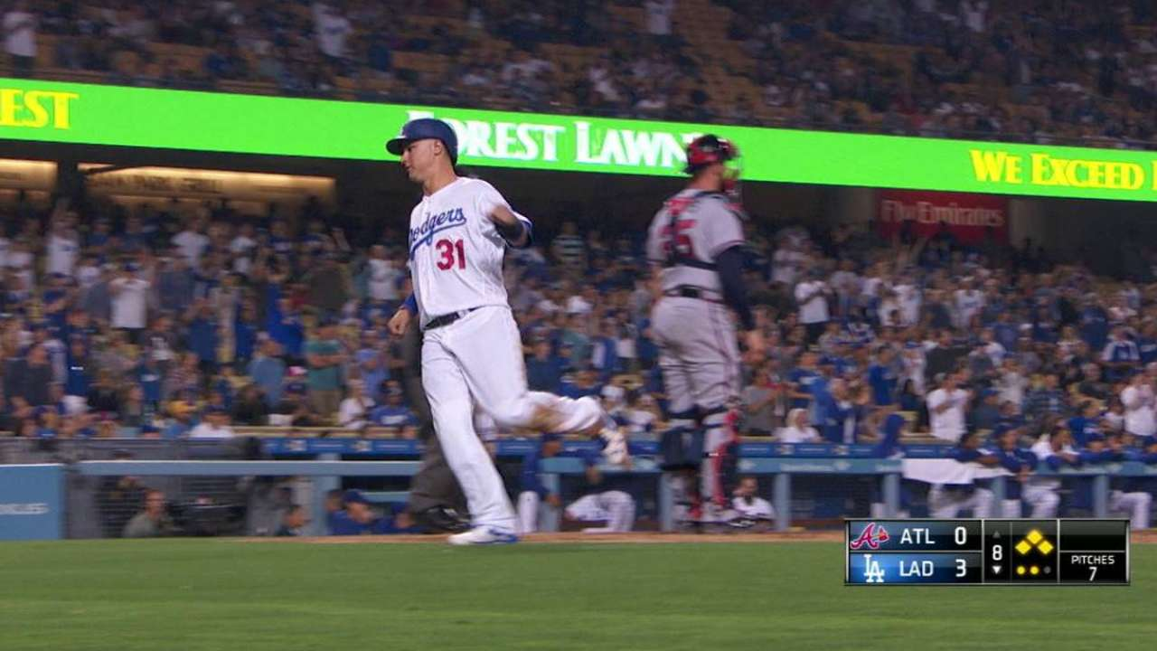 Grandal's two-out RBI single