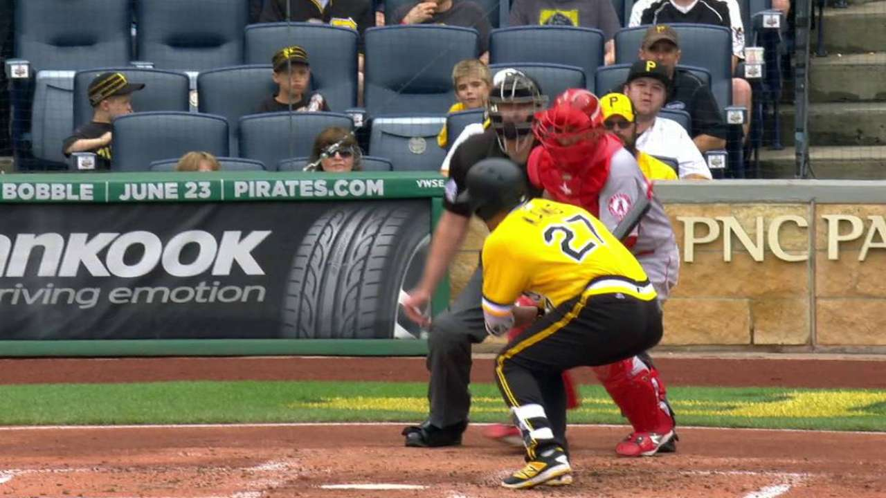 Kang's bases-loaded hit by pitch