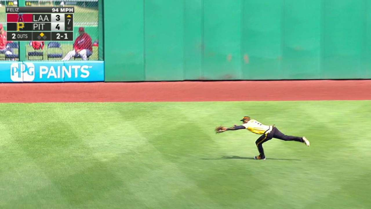 Marte's stellar diving catch