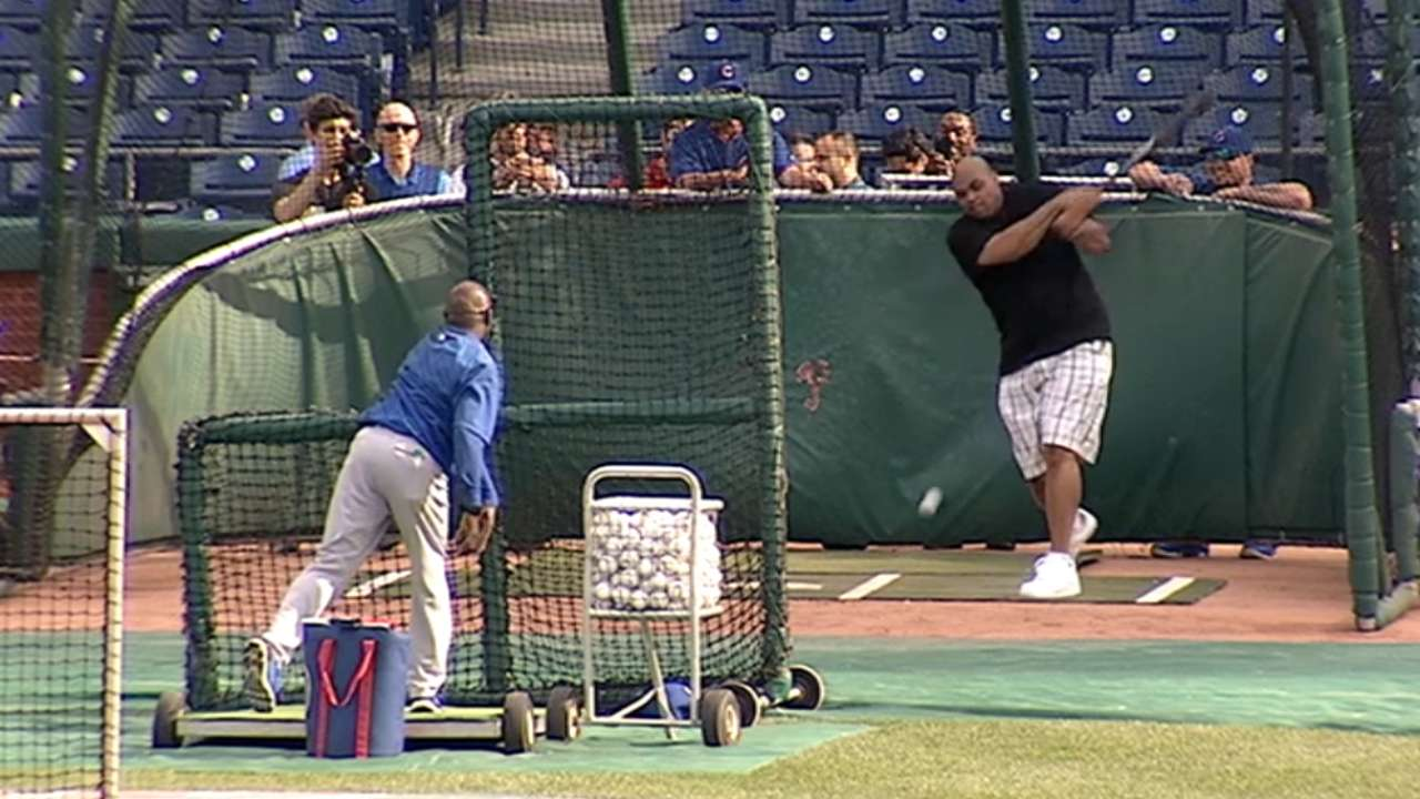 Sir Charles visits Maddon, Cubs in Philly
